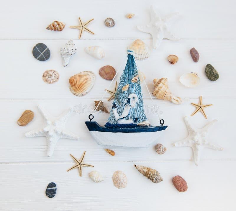 在桌上的海装饰 库存照片