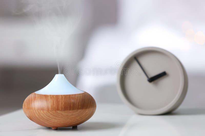 在桌上的润湿器 免版税库存照片