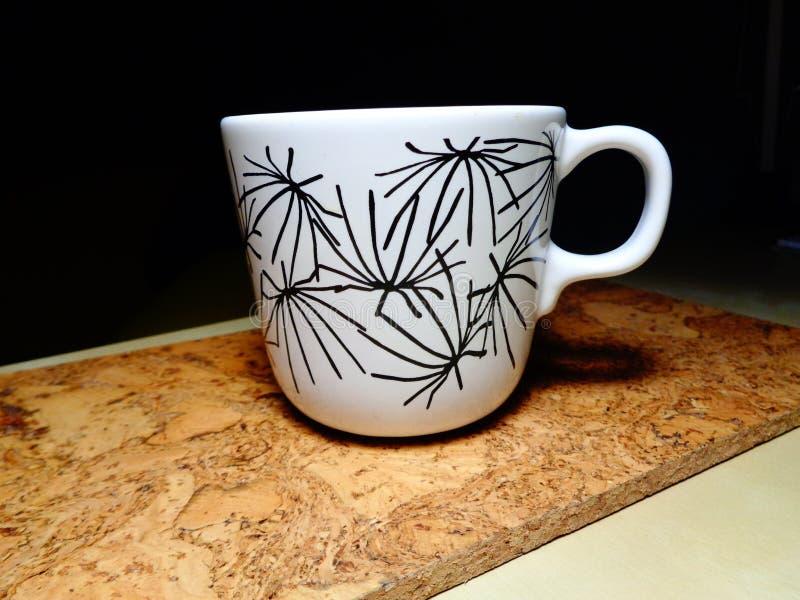 在桌上的茶杯 免版税库存照片