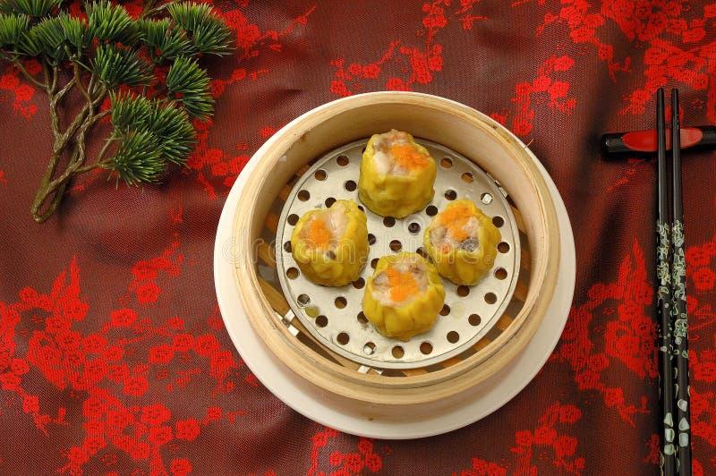 在桌上的蒸的饺子在中国餐馆 图库摄影