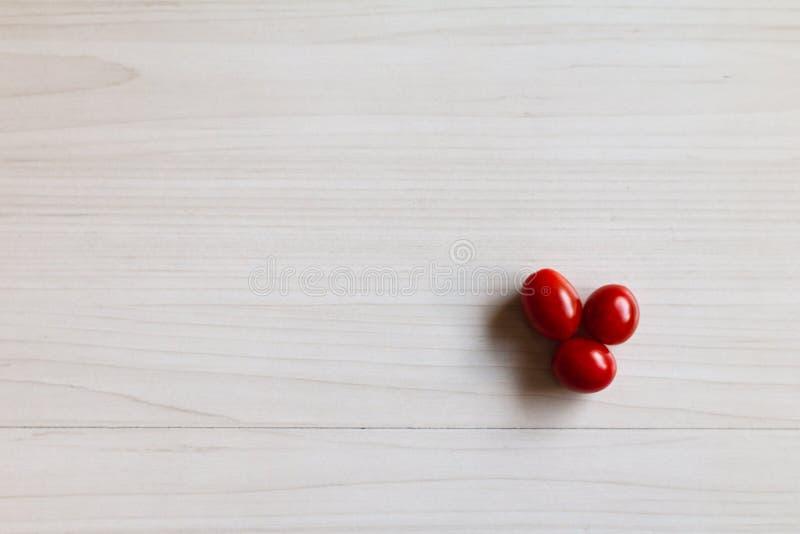 在桌上的西红柿 图库摄影