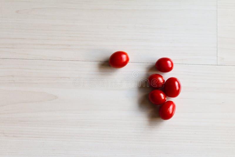 在桌上的西红柿 库存图片
