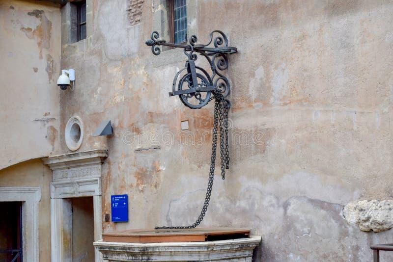 在桑特'安吉洛城堡意大利的罗马喷泉 免版税库存图片