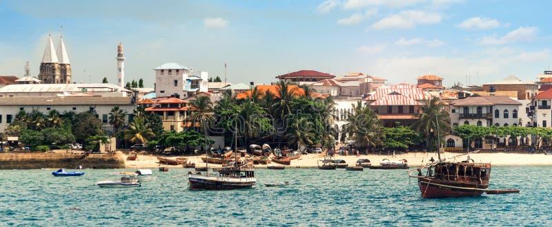 在桑给巴尔海岛上的石镇靠岸在坦桑尼亚 库存照片