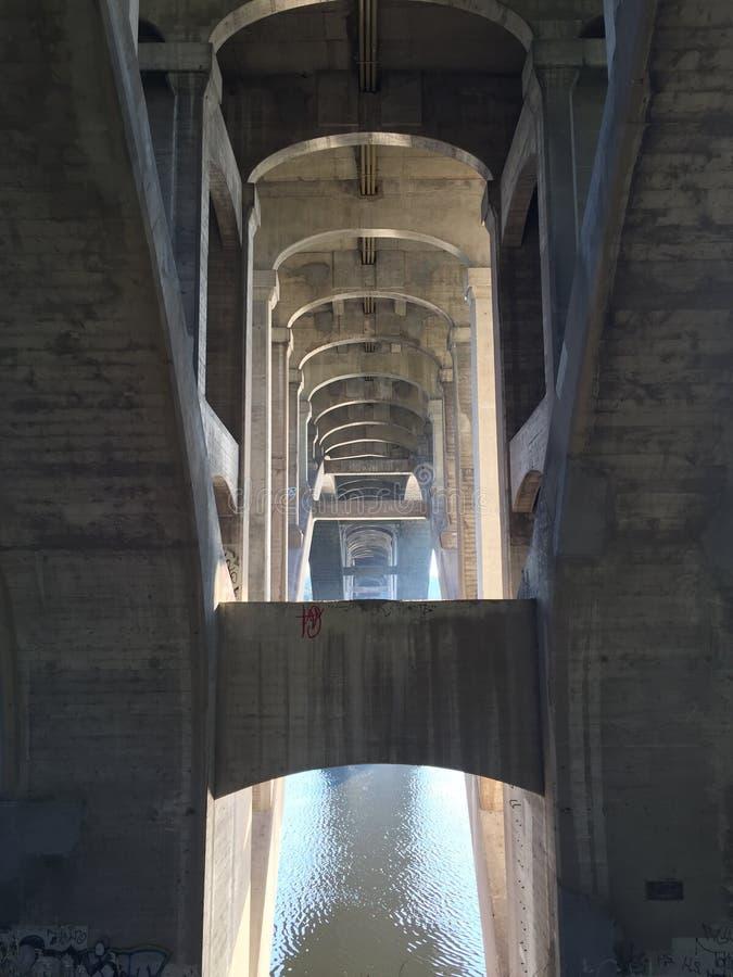 在桥梁下 免版税图库摄影