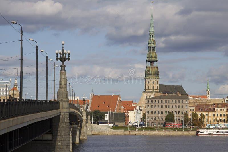在桥梁拉脱维亚里加间 免版税库存图片