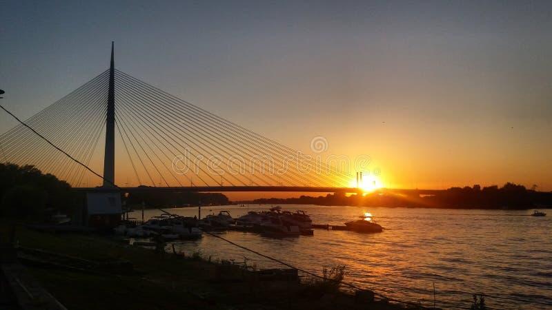 在桥梁日落之后 免版税库存图片