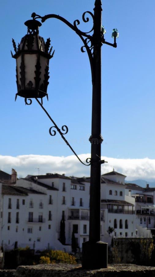 在桥梁朗达ANDALUSIA-SPAIN的路灯柱 图库摄影