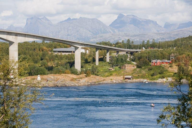 在桥梁河之上 免版税库存照片