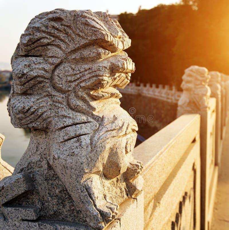 在桥梁的石狮子 免版税图库摄影