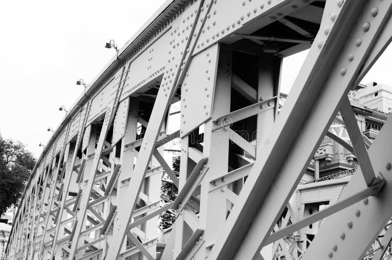 在桥梁钢结构特写镜头上的支持 库存图片