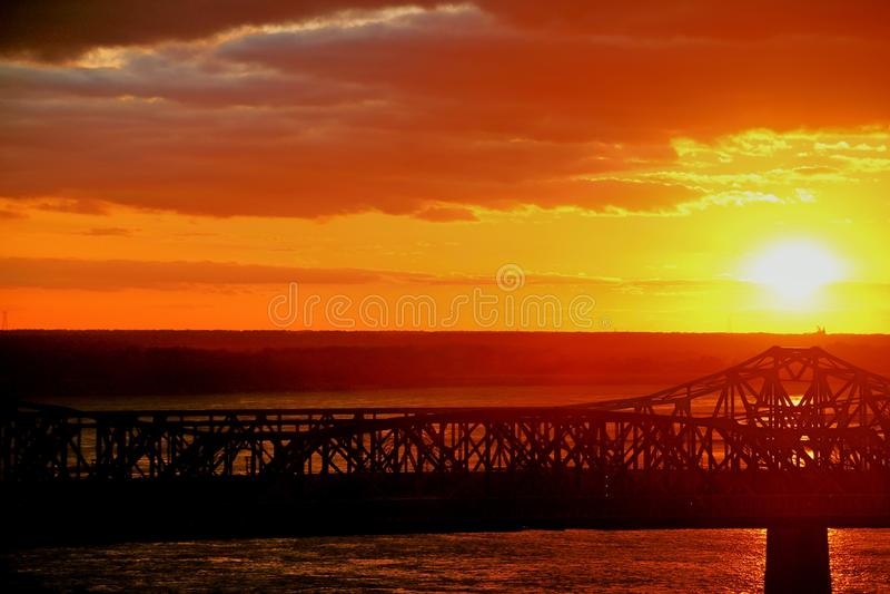 在桥梁5的日落 图库摄影