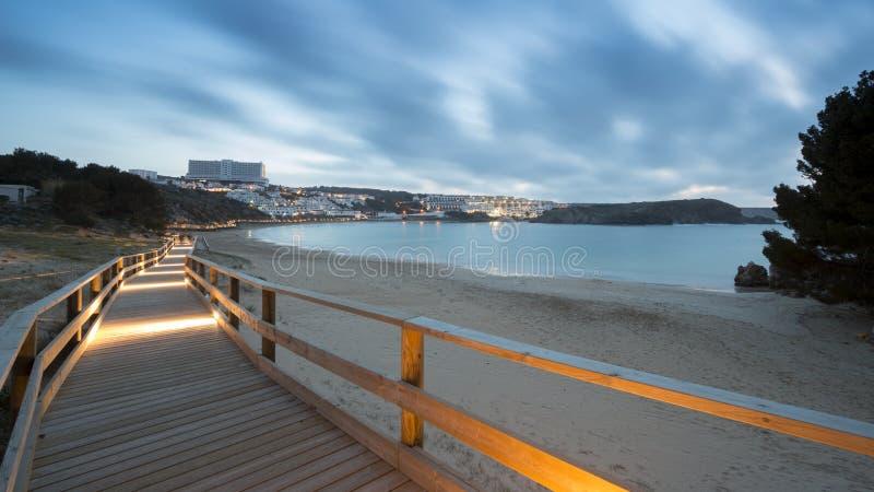 在梅诺卡岛海滩的日落在冬天 库存图片