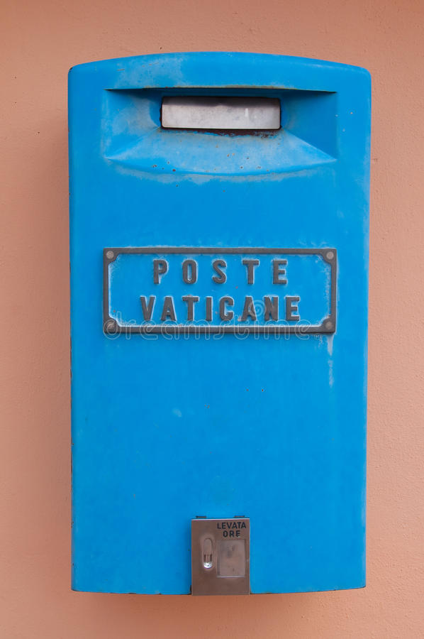 在梵蒂冈状态的蓝色邮箱 库存图片