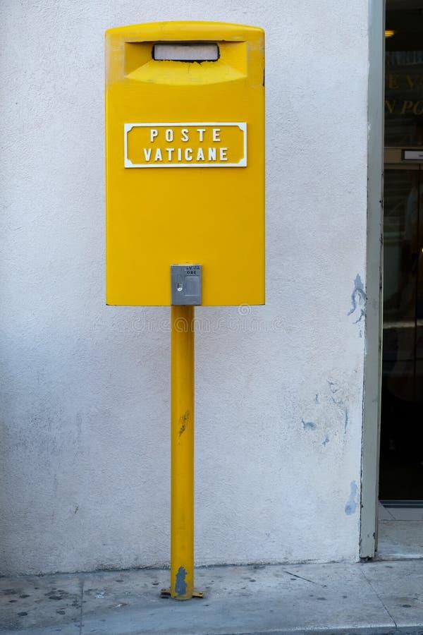 在梵蒂冈的岗位箱子 免版税图库摄影