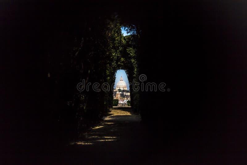 在梵蒂冈的罗马-圣皮特圣徒・彼得的大教堂 库存图片