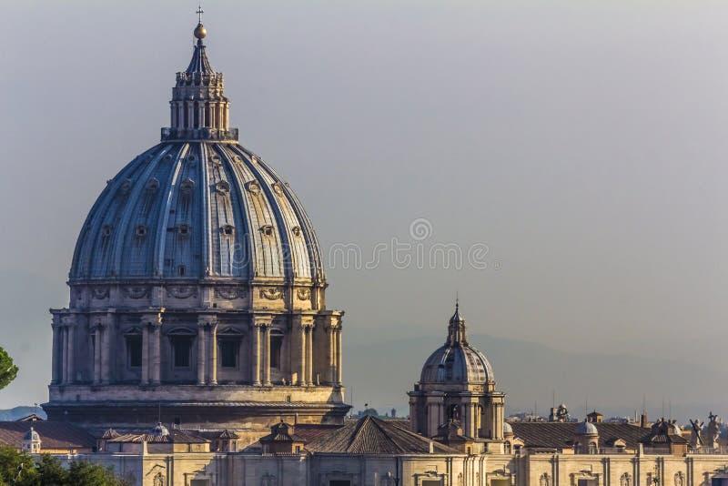 在梵蒂冈的罗马-圣皮特圣徒・彼得的大教堂 库存照片