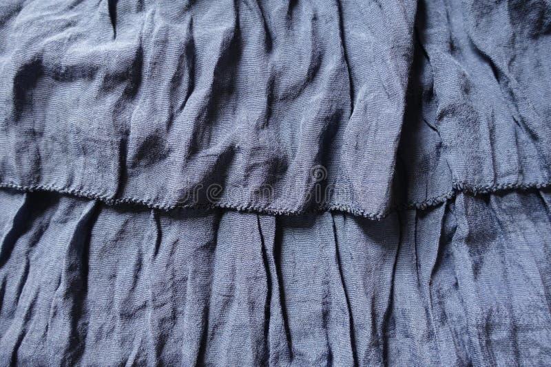 在棉花和聚酯蓝色织品的装饰衣裙 免版税库存图片