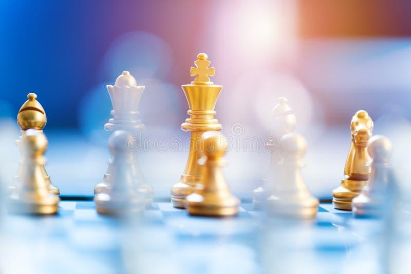 在棋枰的棋子,经营战略概念 库存图片