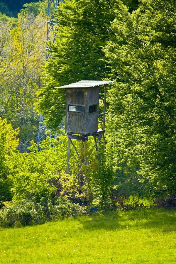 在森林的边缘的猎人的位子巴伐利亚的 免版税库存图片