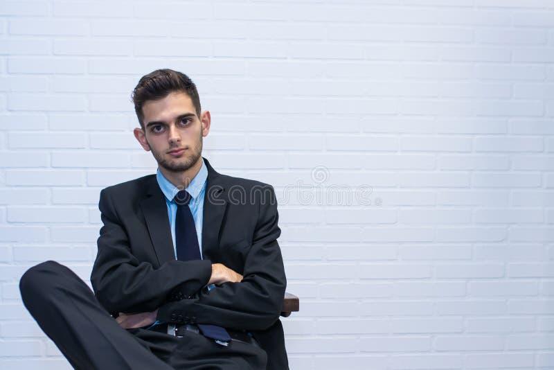 在椅子安装的商人 免版税库存照片