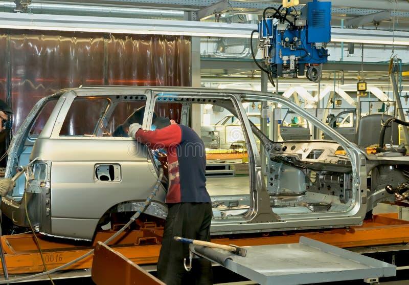 在植物的运转的焊工汽车的生产的 图库摄影