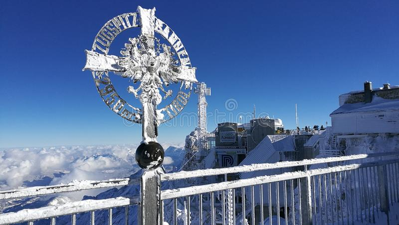在楚格峰的十字架 免版税图库摄影