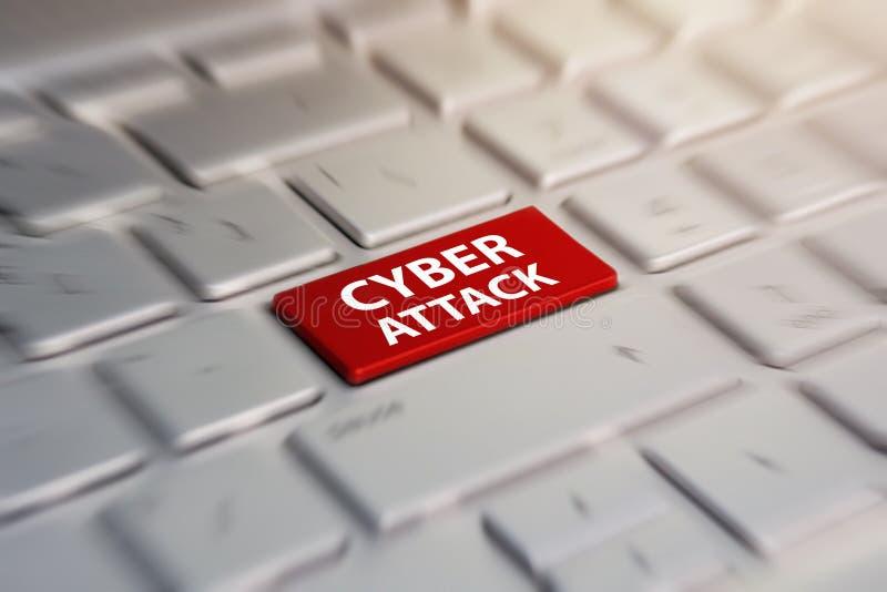 在概念性键盘网络攻击红色钥匙的特写镜头视图在灰色银色膝上型计算机键盘 弄脏在行动背景中 库存照片