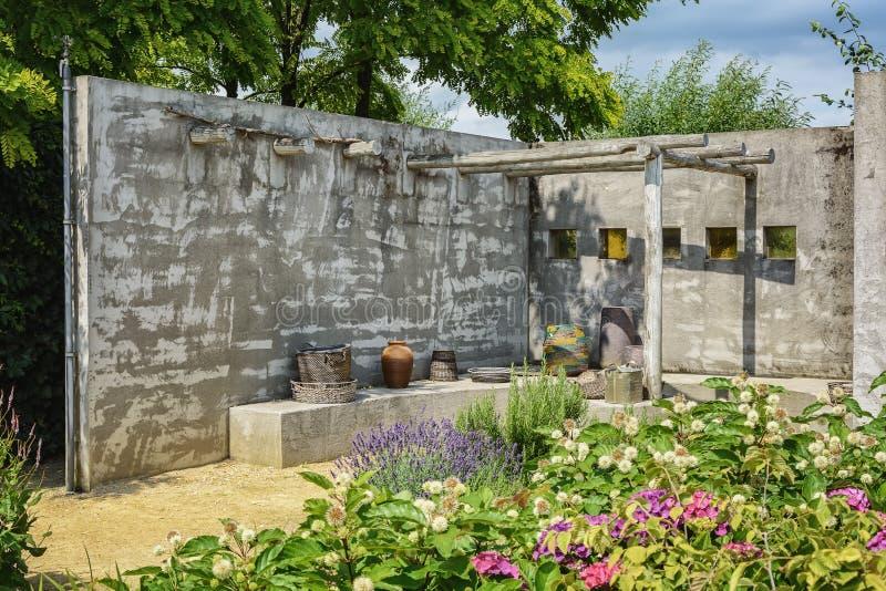 在模型的美好的庭院想法从事园艺Appeltern, Nederland 库存图片