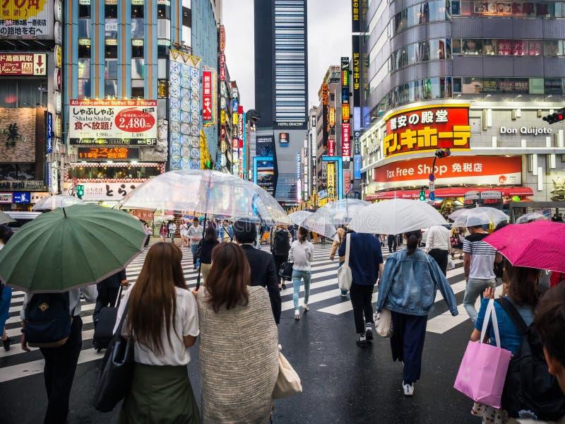在横穿的人群在日本 免版税库存图片