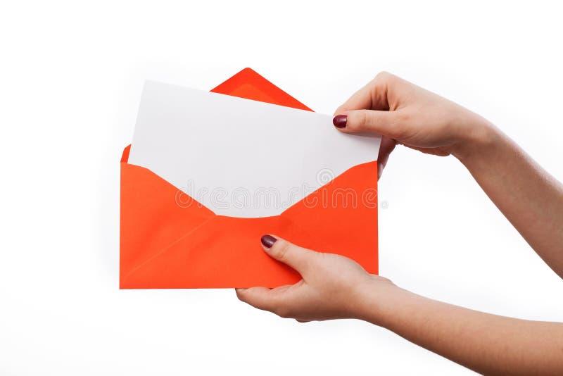 在橙色信封的白色信件 免版税库存照片