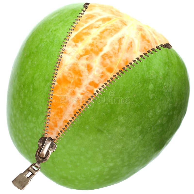 在橙色拉链里面的苹果 库存图片