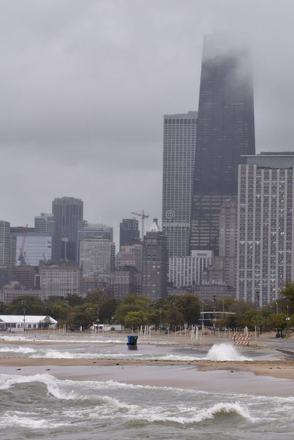 在橡木街道海滩的风雨如磐的早晨 库存图片