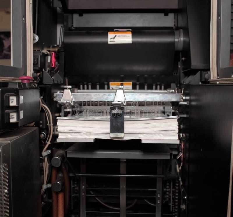 在橡皮打印机的纸 免版税库存照片