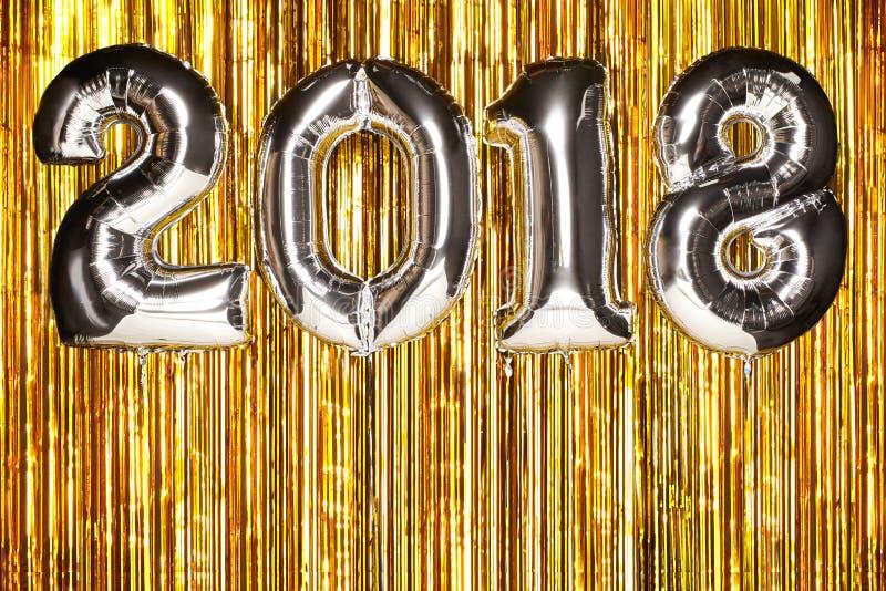 在欢乐背景的2018个气球 免版税库存图片
