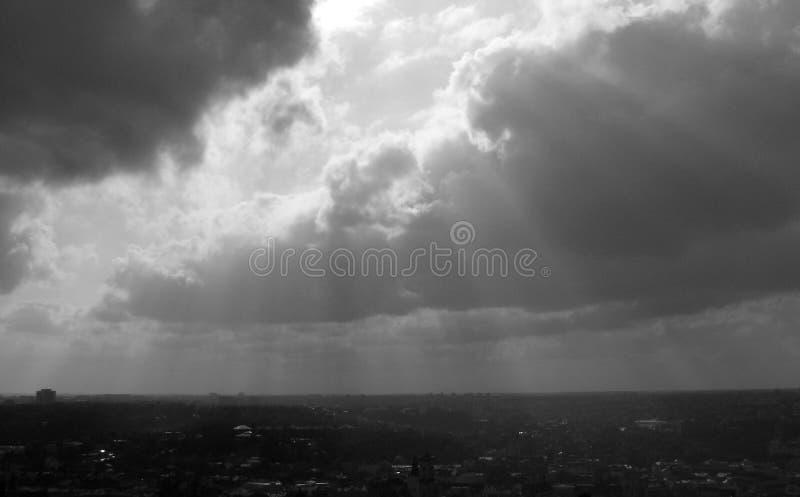 在欧洲的多云天空-云彩 免版税库存图片