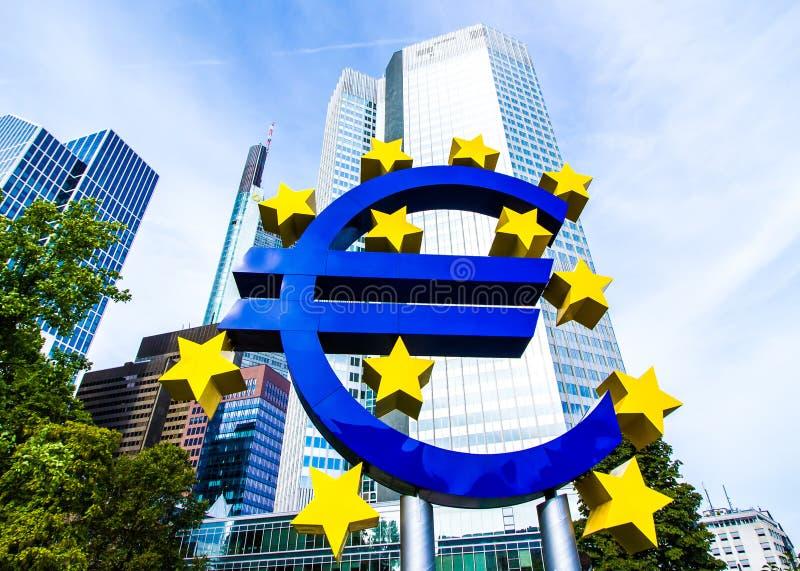 在欧洲央行前面的欧洲标志在法兰克福,德国 图库摄影