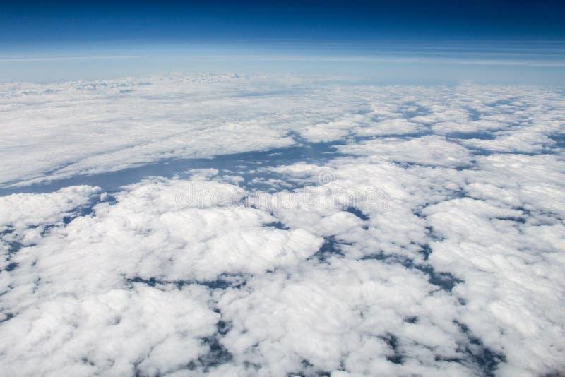 在欧洲的多云天空从高处生动了描述 免版税库存图片