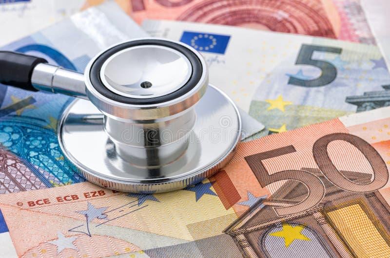 在欧洲票据的听诊器 库存图片