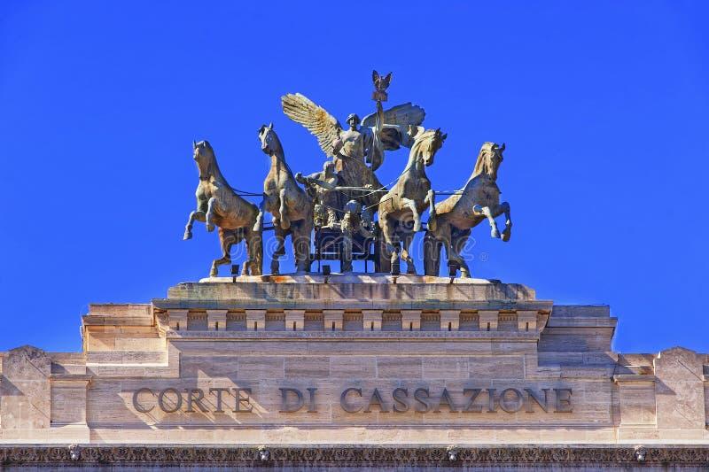 在正义宫殿的古铜色四马二轮战车在罗马 图库摄影