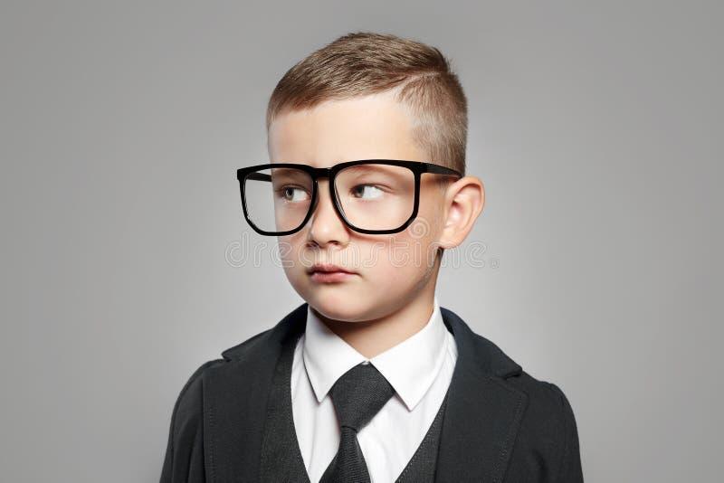 在正式衣服和玻璃的孩子 库存照片