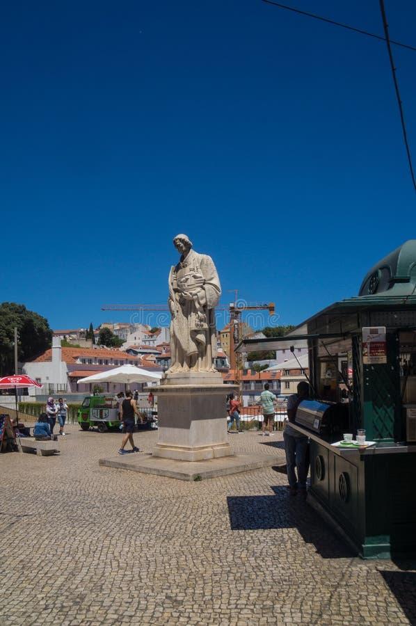 在正方形的雕塑在里斯本 库存照片