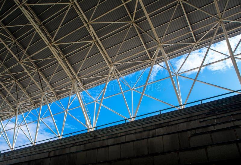 在正面看台和屋顶之间的空间 库存照片