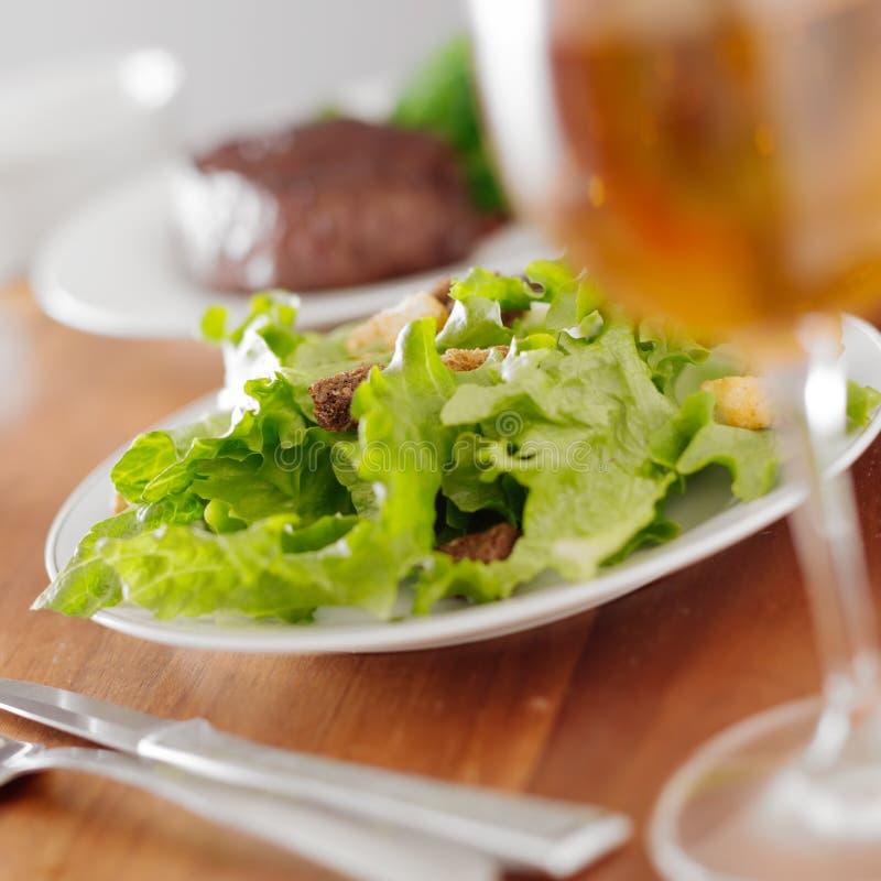 在正餐的沙拉 免版税库存图片