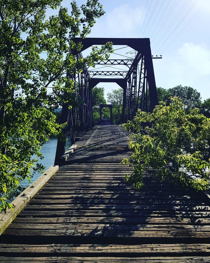 在残破的桥梁 库存图片
