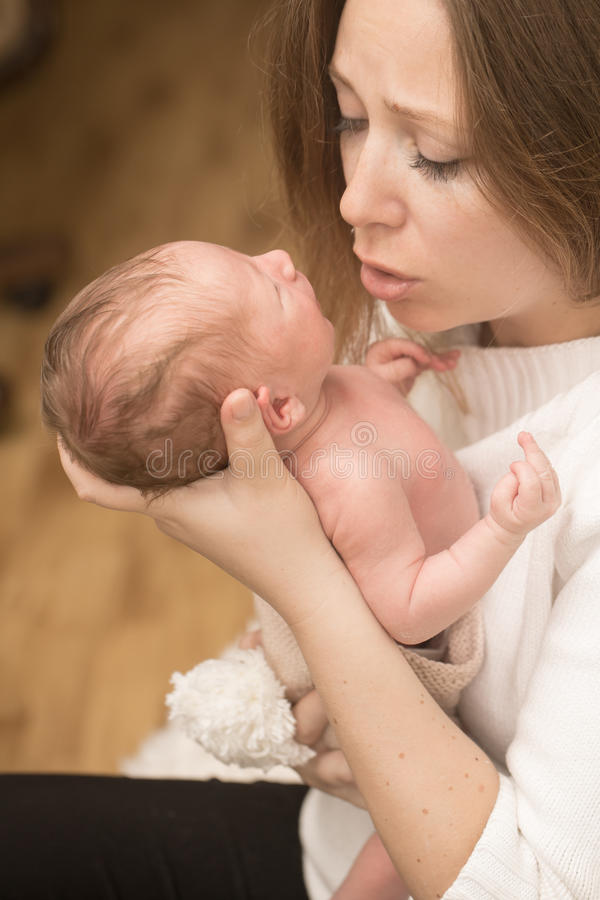 在母亲手上的婴儿男孩 库存照片