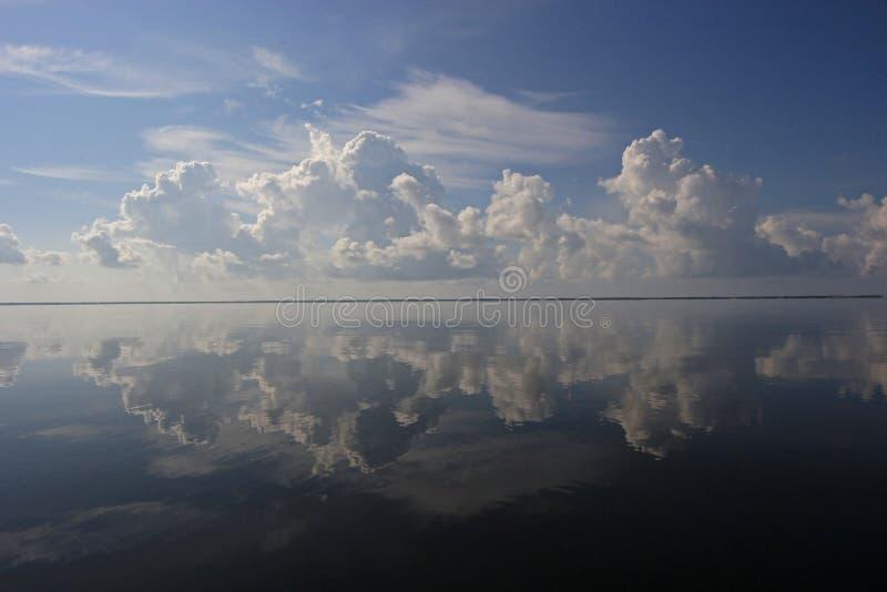 在比斯坎国家公园,佛罗里达的剧烈的cloudscape 免版税库存图片