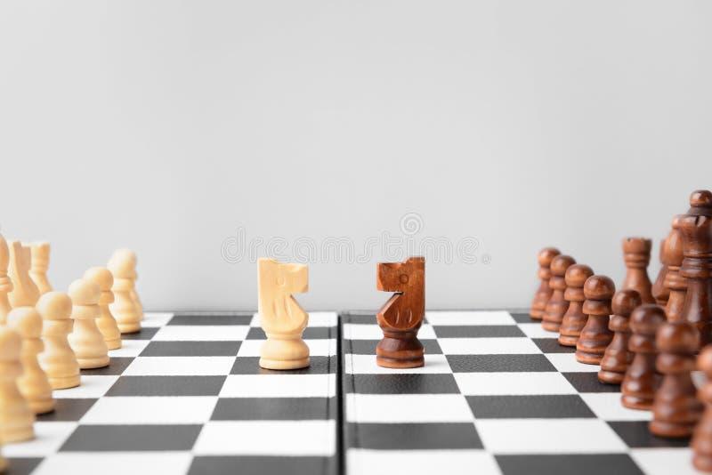 在比赛板的棋子 图库摄影