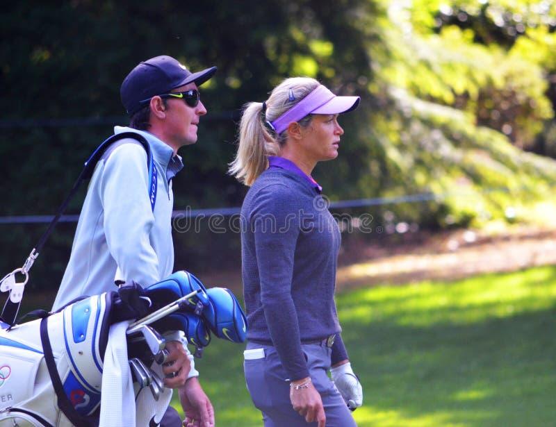 在毕马威妇女的PGA冠军的职业高尔夫球运动员Suzann Pettersen和小型运车2016年 免版税库存照片