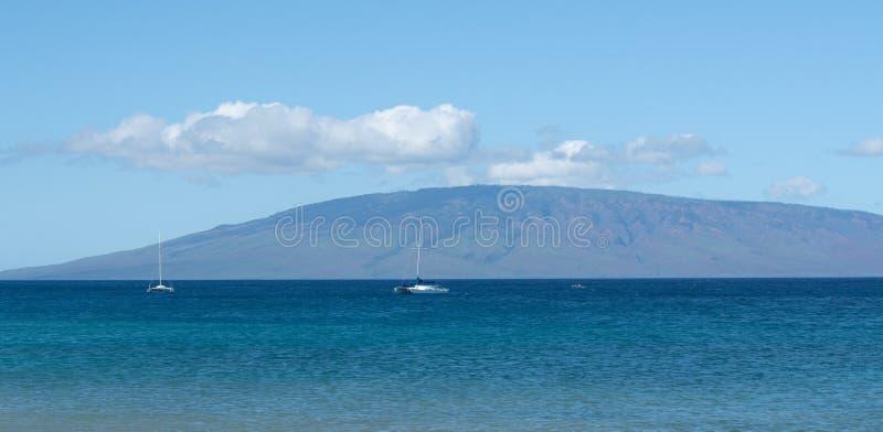 在毛伊Kaanapali夏威夷水的两条游艇  库存照片